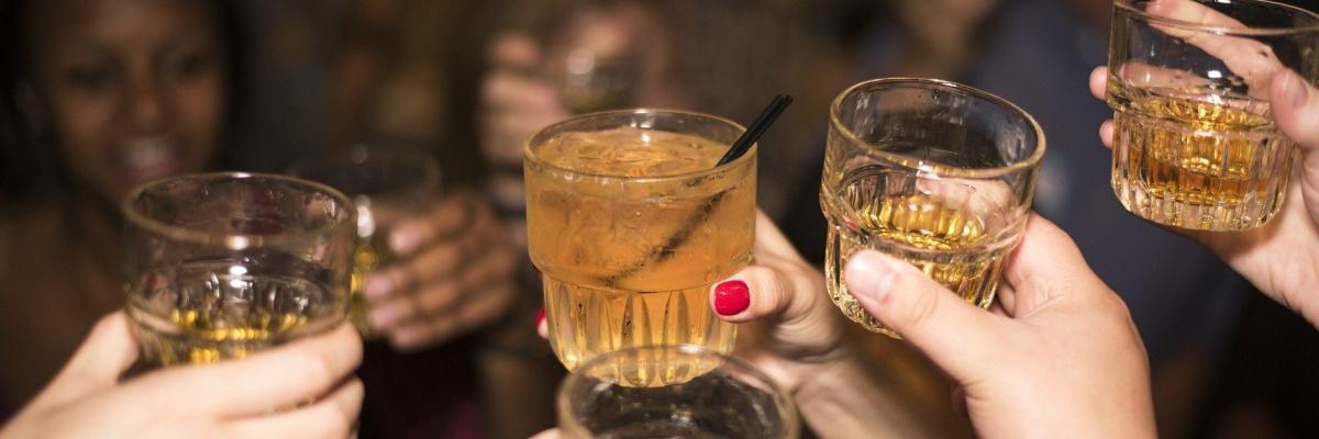 Aké nežiaduce účinky sa môžu objaviť po skombinovaní liekov s alkoholom?