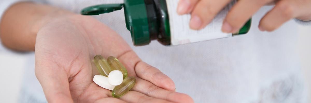 Psychická závislosť sa prejavuje túžbou neustále si zvyšovať dávku lieku.