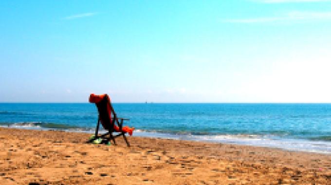 Antibiotiká pri slnení sa na pláži? Zabudnite!